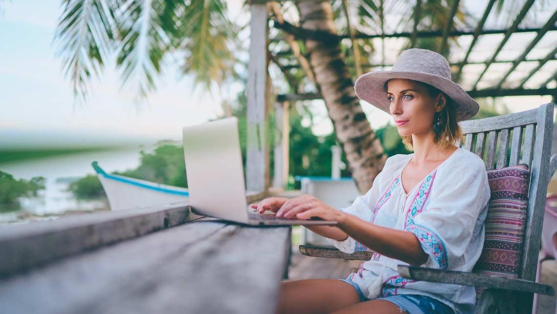 La nuova abitudine di lavorare in smart working mentre si è in vacanza
